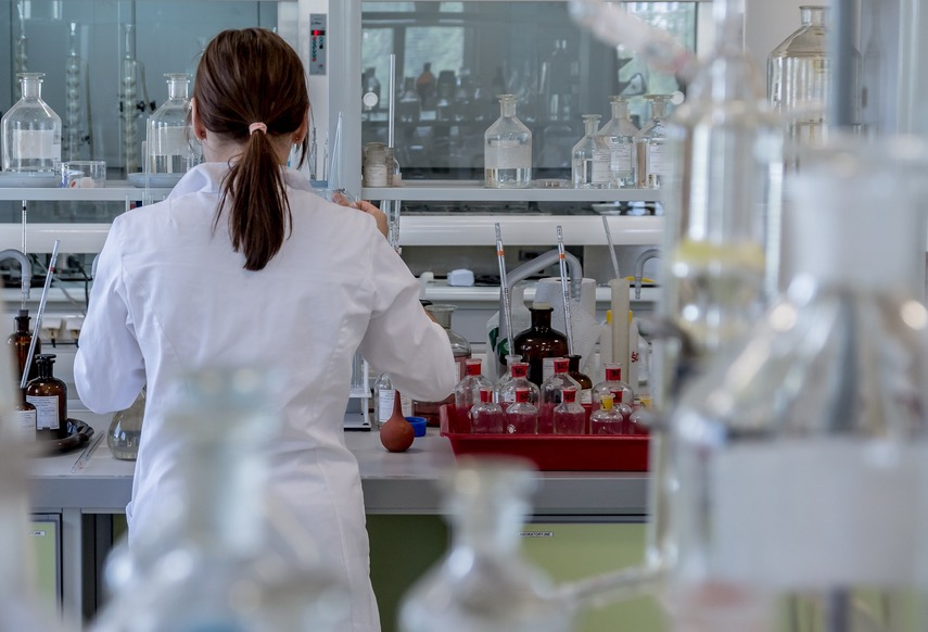 Scientist working in a clinical research laboratory